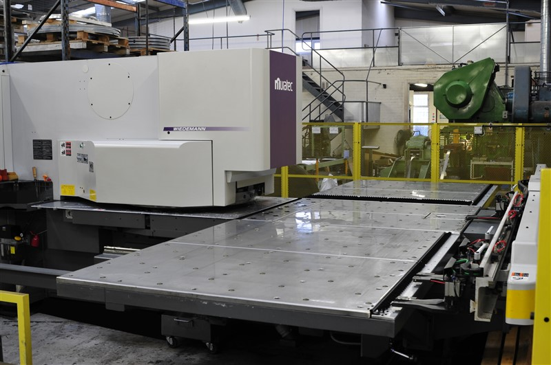 Precision CAD/CAM sheet metal punching machine